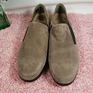 CLARKS ARTISAN Taupe/Brown Suede Flats Size 7 Wome